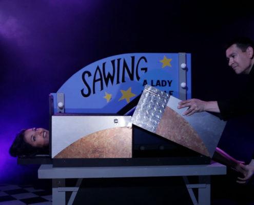 Underhållning konferens - itusågade damen magiker trollkarl Hans Lindström
