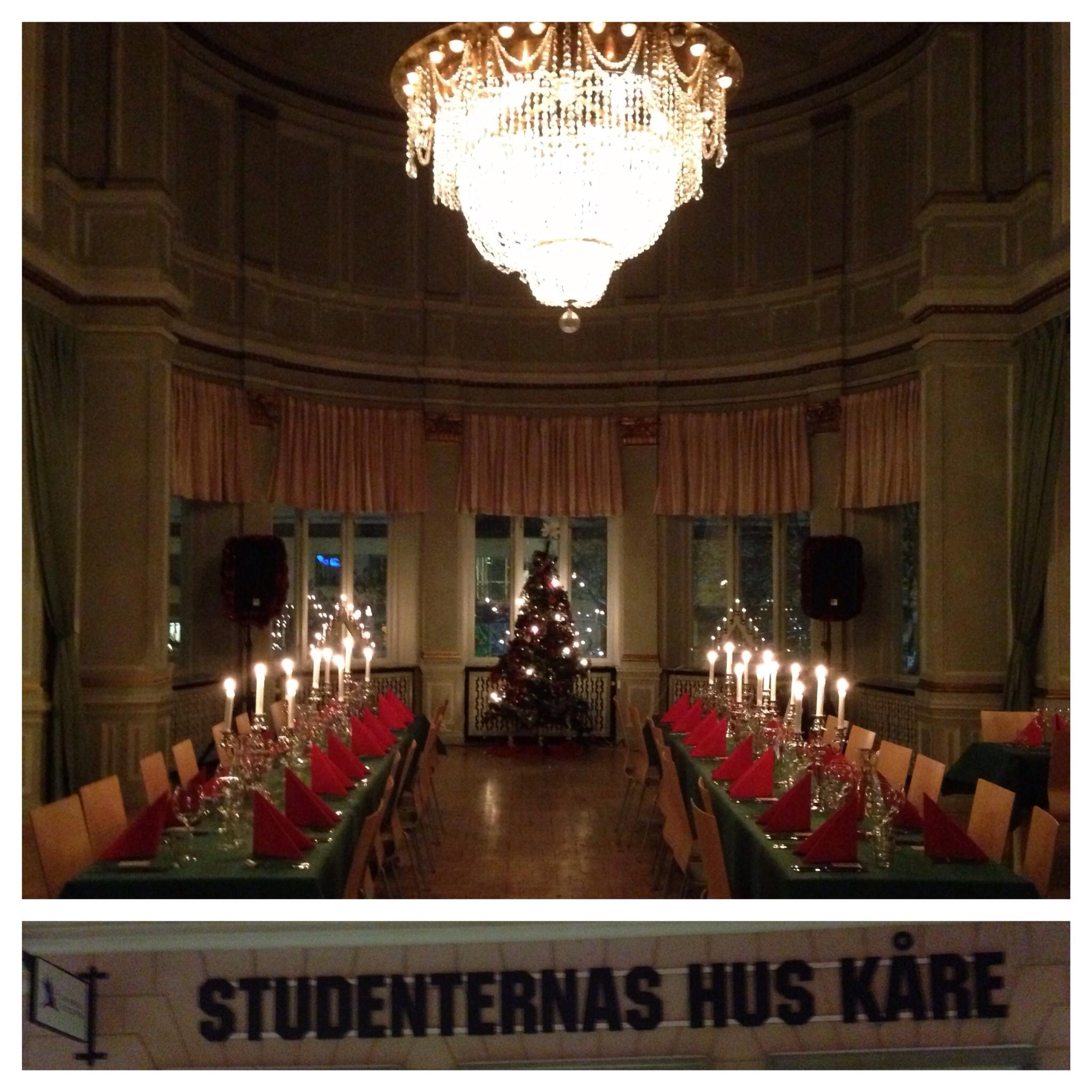 Trollkarl Hans Lindström underhåller Falun kommun på deras julfest