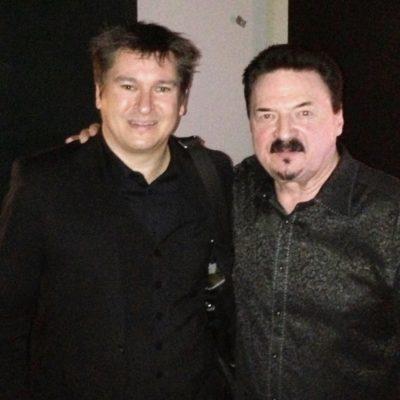 Magiker Hans Lindström och Bobby Kimball från Toto backstage på HD galan 2013