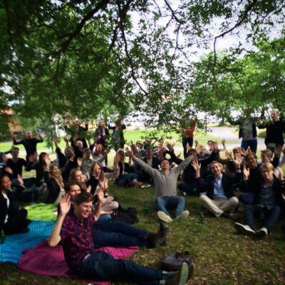 Underhållning sommarfest åt Advisa av magiker Hans Lindström