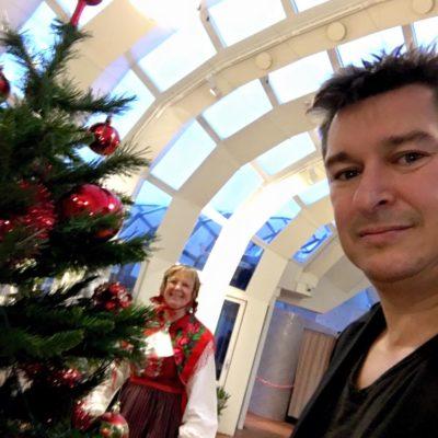 familjeunderhållning Stockholm trollkarl julgransplundring